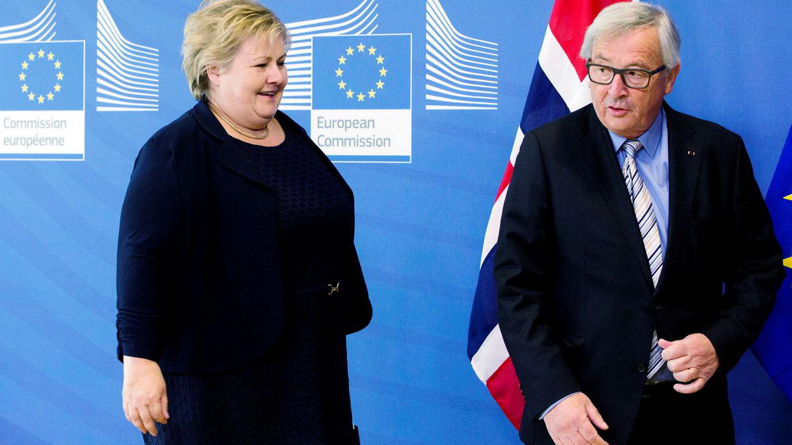 Det brede kompromisset i norsk europapolitikk har lenge vært sikret av Høyre og Arbeiderpartiet, med støtte av blant annet KrF. Her er statsminister Erna Solberg sammen med Europakommisjonens president Jean-Claude Juncker.