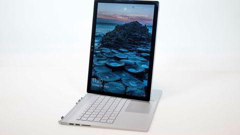 Som på andre Surface-produkter kan man også med Book bruke pc-en som nettbrett. Foto: Skjalg Bøhmer Vold