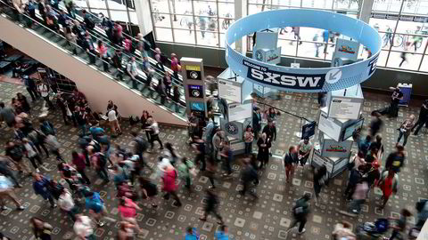 Det er ventet at over 70.000 mennesker deltar på digitalkonferansen SWSX, deriblant flere norske medie- og reklamenavn. Konferansen starter fredag i Austin i Texas. Bildet er fra konferansen i 2016.