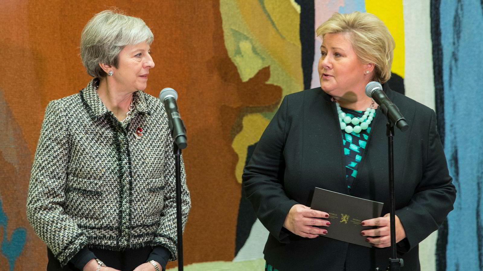 Brexit-dramatikken vil også påvirke Norge. Her er statsministrene Erna Solberg og Theresa May i vandrehallen på Stortinget under åpningen av Nordisk råds 70. sesjon i fjor.