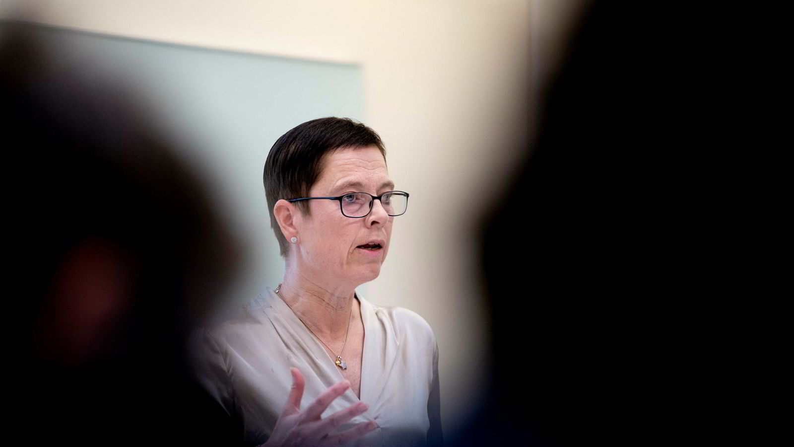 Mari Velsand er direktør for Medietilsynet, som mener to lokalradioer har videresendt innhold fra Radio Metro i strid med reglene.
