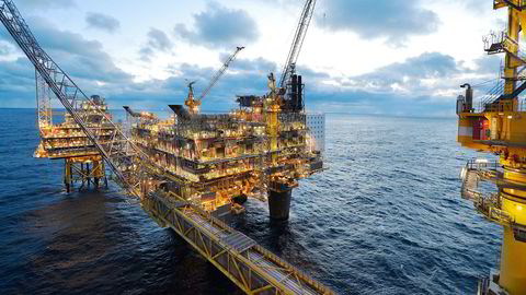 Oljeprisene stiger fredag morgen. Bildet er fra Oseberg oljeplattform. Foto: Harald Pettersen/Statoil