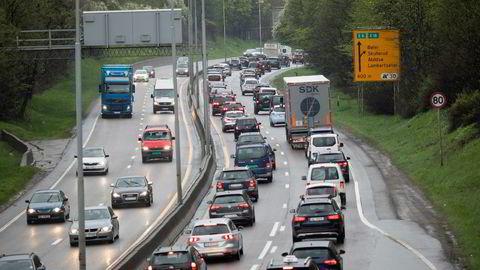 En gjennomsnittlig ny bensin- eller dieselbil i dag betaler rundt 80.000 kroner i engangsavgift. Regjeringen har derfor sagt klokelig nei til å bruke de nye måletallene som grunnlag for de samme avgiftene, skriver artikkelforfatteren.