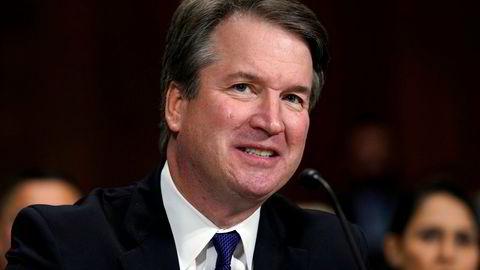 Justiskomitéen i Senatet godkjente nominasjonen av Brett Kavanaugh som ny høyesterettsdommer. Nå skal saken stemmes over i Senatet i plenum.