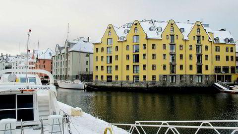 Sist vår kjøpte investoren Knut Flakk hotellet Clarion Collection Bryggen (det gule bygget) og slo det sammen med Hotel Brosundet (det grå bygget til venstre).