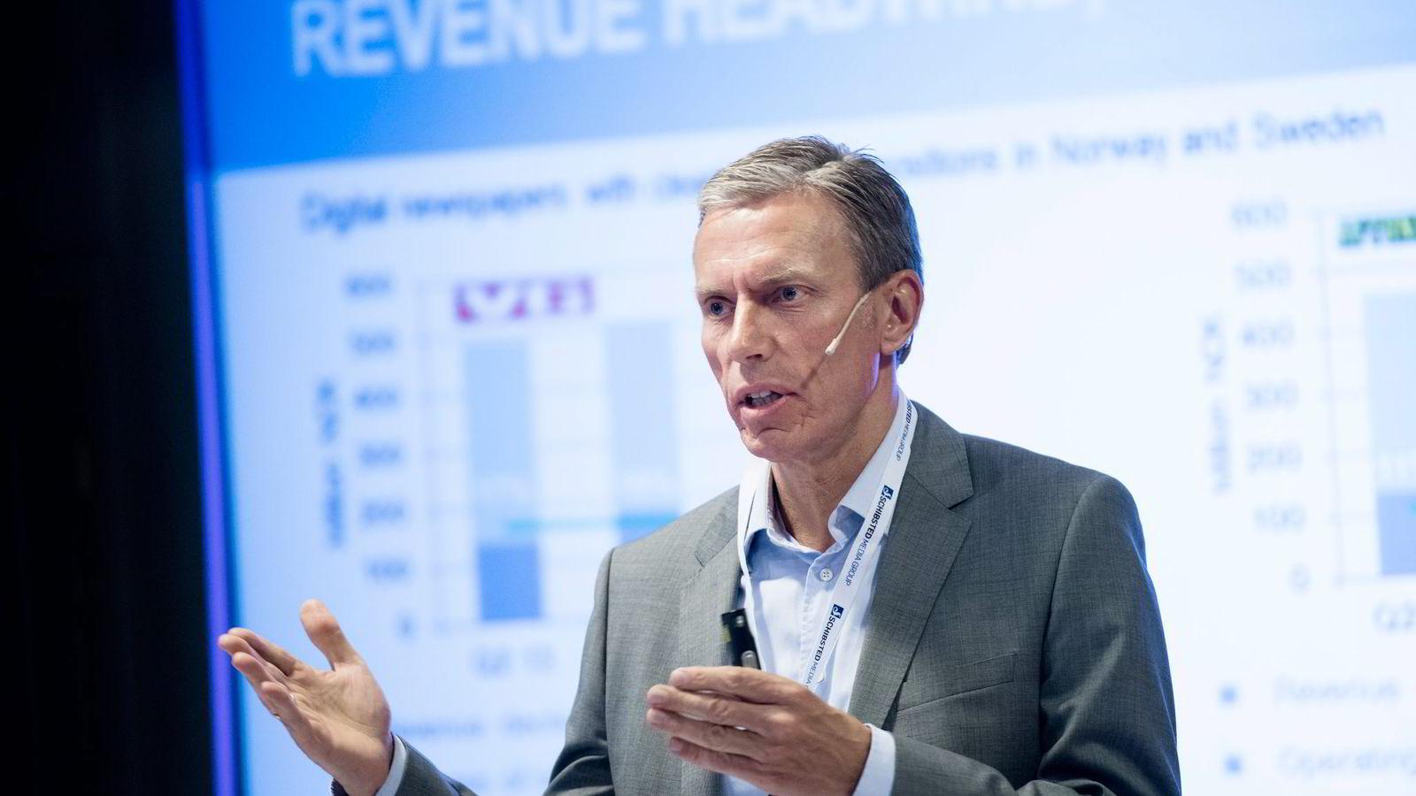 Rolv Erik Ryssdal er konsernsjef i Schibsted. Nå konstaterer konsernet at verdien av papiravisene er kraftig redusert.