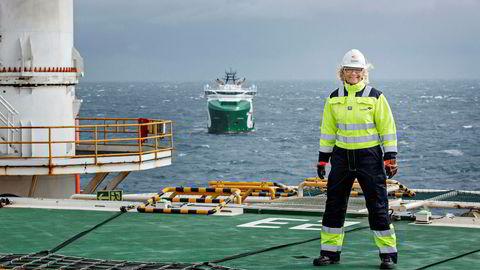 Kristin Færøvik, sjef for Lundin i Norge, er en av dem som krysser fingrene for et nytt storfunn. Tarva-brønnen på Frøyahøyden i Norskehavet er en av brønnene skal bores i år. Her er Færøvik på leteriggen Leiv Eiriksson i Barentshavet.