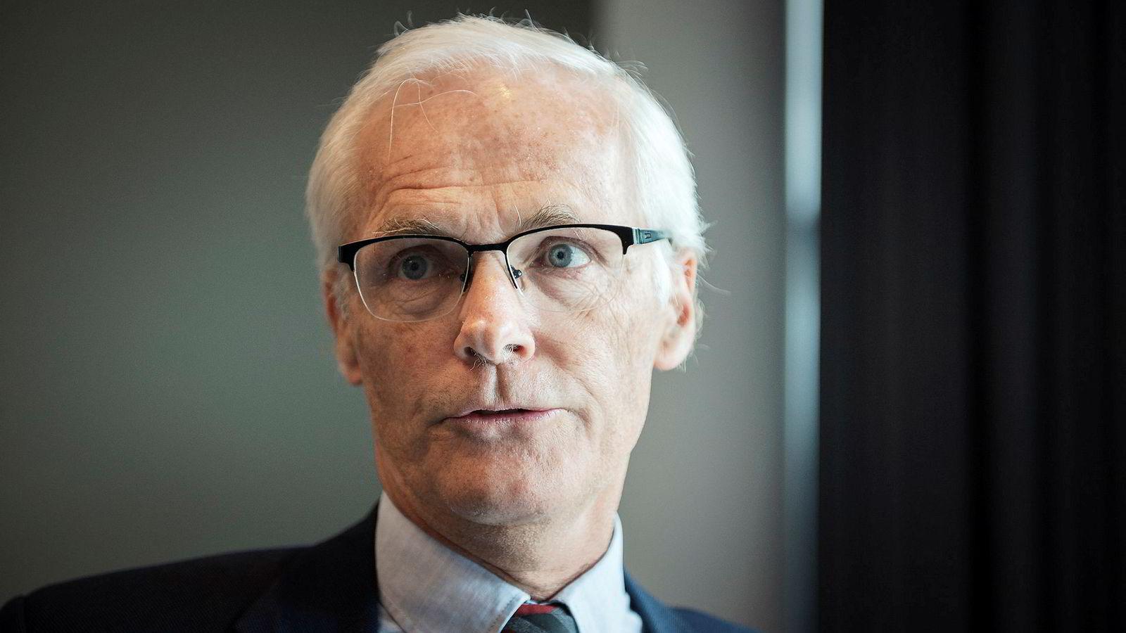 Konkurransedirektør Lars Sørgard mener forslaget til ny bokavtale ikke er bra for kundene.
