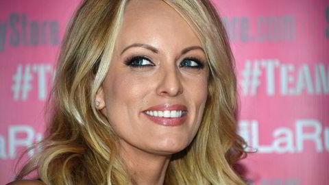 Pornoskuespillerinne Stormy Daniels har skrevet bok om hennes forhold til Donald Trump.