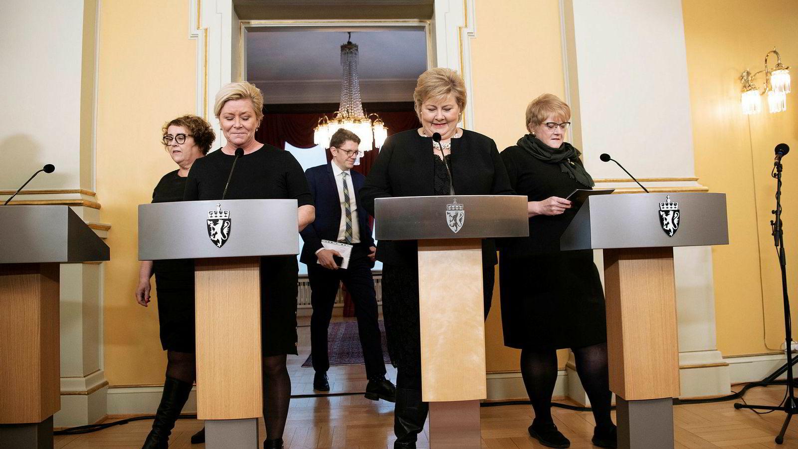 Helt trønderfri er Erna Solbergs nye regjering ikke. Venstre-leder Trine Skei Grande (til høyre) er riktignok innvalgt fra Oslo og definitivt blitt en Oslo-representant. Men hun kommer fra Overhalla nord i Trøndelag. Fra venstre: Olaug Bollestad (KrF), Siv Jensen (Frp), statsminister Erna Solberg (Høyre).