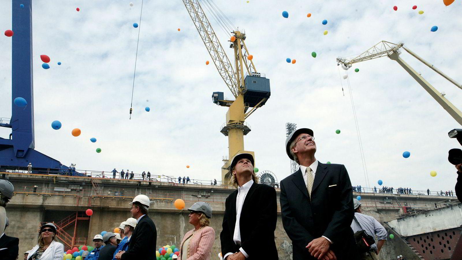 Color Line-reder Olav Nils Sunde (t.h.) og sønnen Alexander Sunde, her under monteringsstart av cruiseskipet «Color Magic» i 2006.