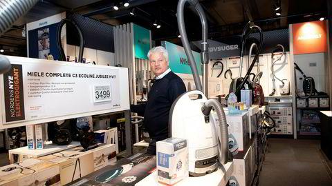 I flere år har Power-sjef Ronny Blomseth jobbet med å rydde i det tapstyngede elektronikkonsernet bak Expert og Power. Nå gleder han seg over resultatfremgang og at en ny generasjon enhåndsstøvsugere løfter salget.