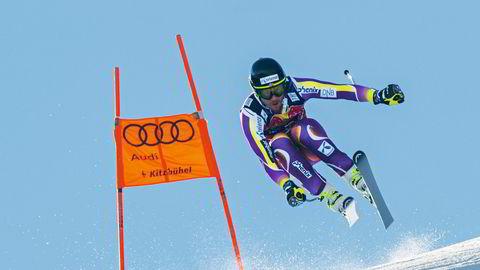 Drag i skiene. – Alle utforkjørere kommer seg fint ned Kitzbühel, men hvis du skal vinne, må du ta risiko, sier Kjetil Jansrud som vant Hahnenkamm-rennet ifjor. Da var løypen kortet ned på grunn av dårlige forhold. Foto: Mitchell Gunn / Getty Images
