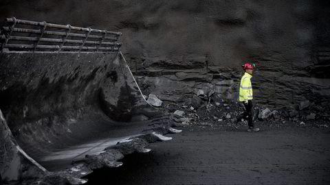 KJØRER PÅ. Da Gunnar Eiterjord begynte å jobbe med vei i Rogaland i 1993, var riksveibudsjettet på 60 millioner kroner. Nå styrer han to utbygginger til 9,3 milliarder. Foto: Tommy Ellingsen