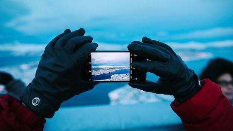 Kinesiske turister handler luksus om sommeren og ser på naturen i Norge om vinteren. Nå skal de stå på ski i Trysil. Foto: Marius Fiskum