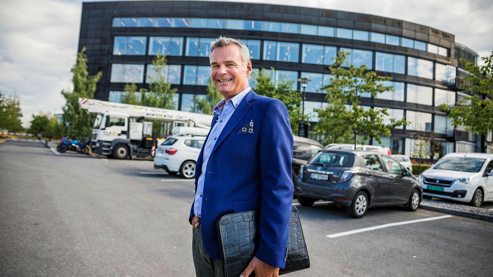 Hans Jørgen Elnæs er flyanalytiker i konsulentselskapet Win Air, og tror det er Boeing som vil dekke tapene som Norwegian nå lider under.