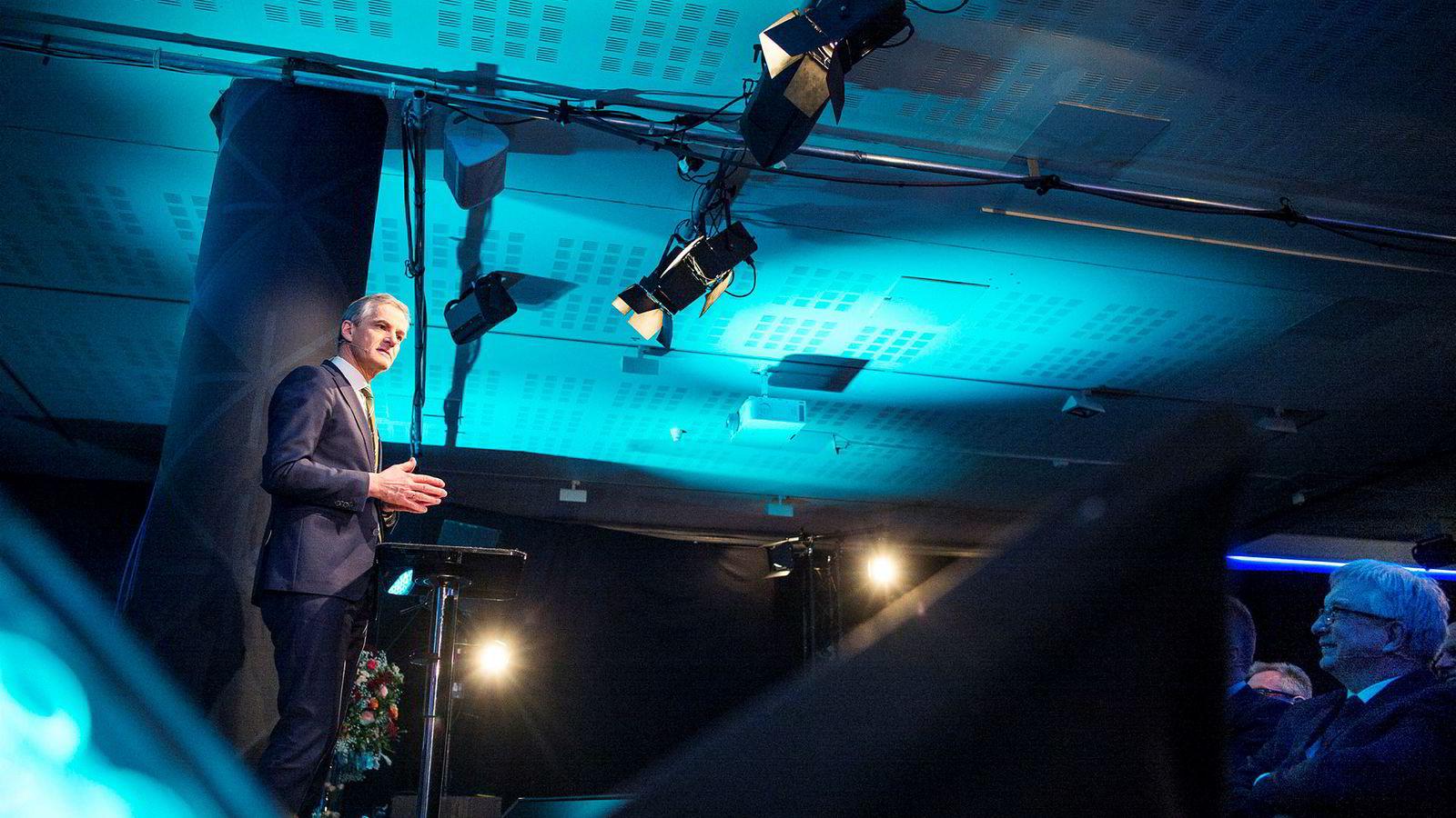 Arbeiderpartileder Jonas Gahr Støre (bildet) på årskonferansen til Norsk olje og gass. Som sjef i Norsk olje og gass advarte Karl Eirik Schjøtt-Pedersen Støre mot å la SV få en hånd på industripolitikken.