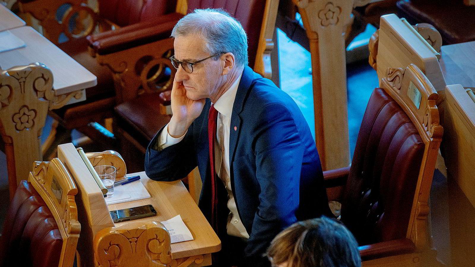 Regjeringspartiene sliter, men likevel faller oppslutningen om Arbeiderpartiet i mars. Neste uke åpner leder Jonas Gahr Støre partiets landsmøte.