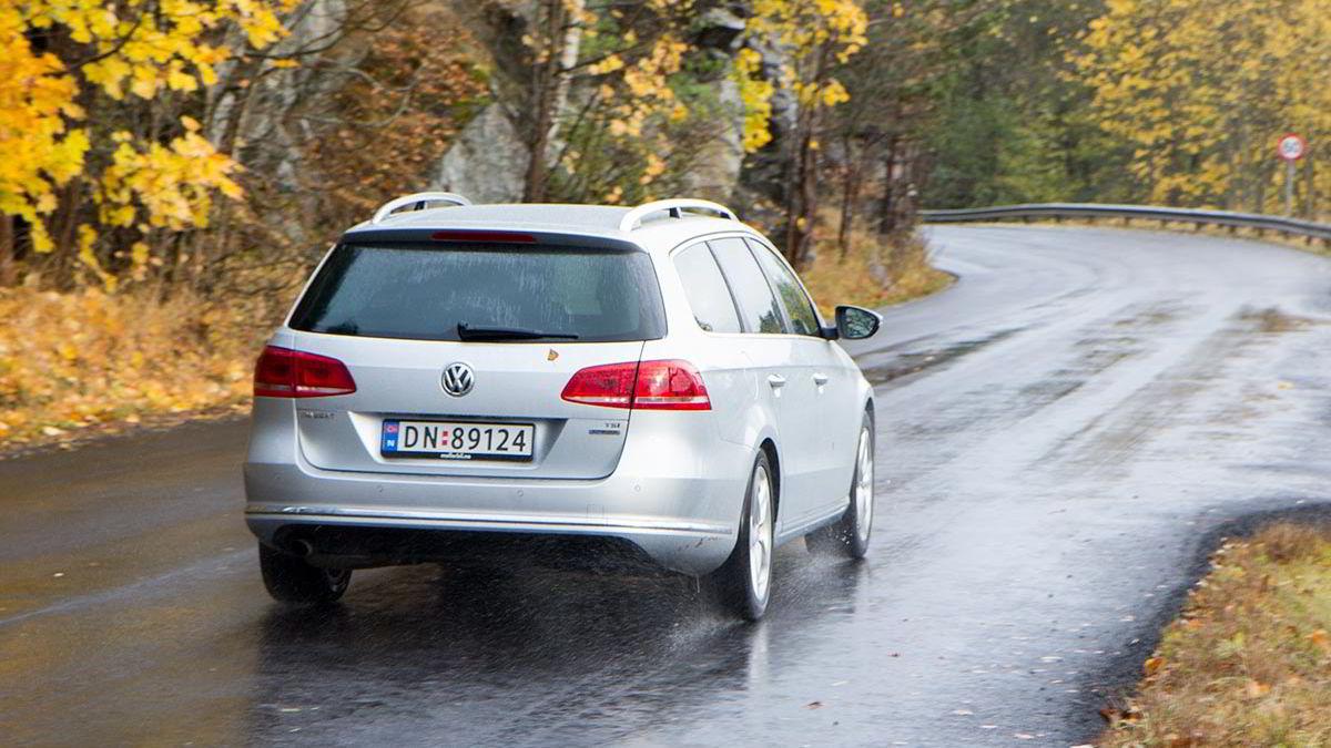 Volkswagen Passat-salget er ned 20 prosent hittil i år. Den taper for både klassen under, og for nye kompaktsuver som har vokst i størrelse-