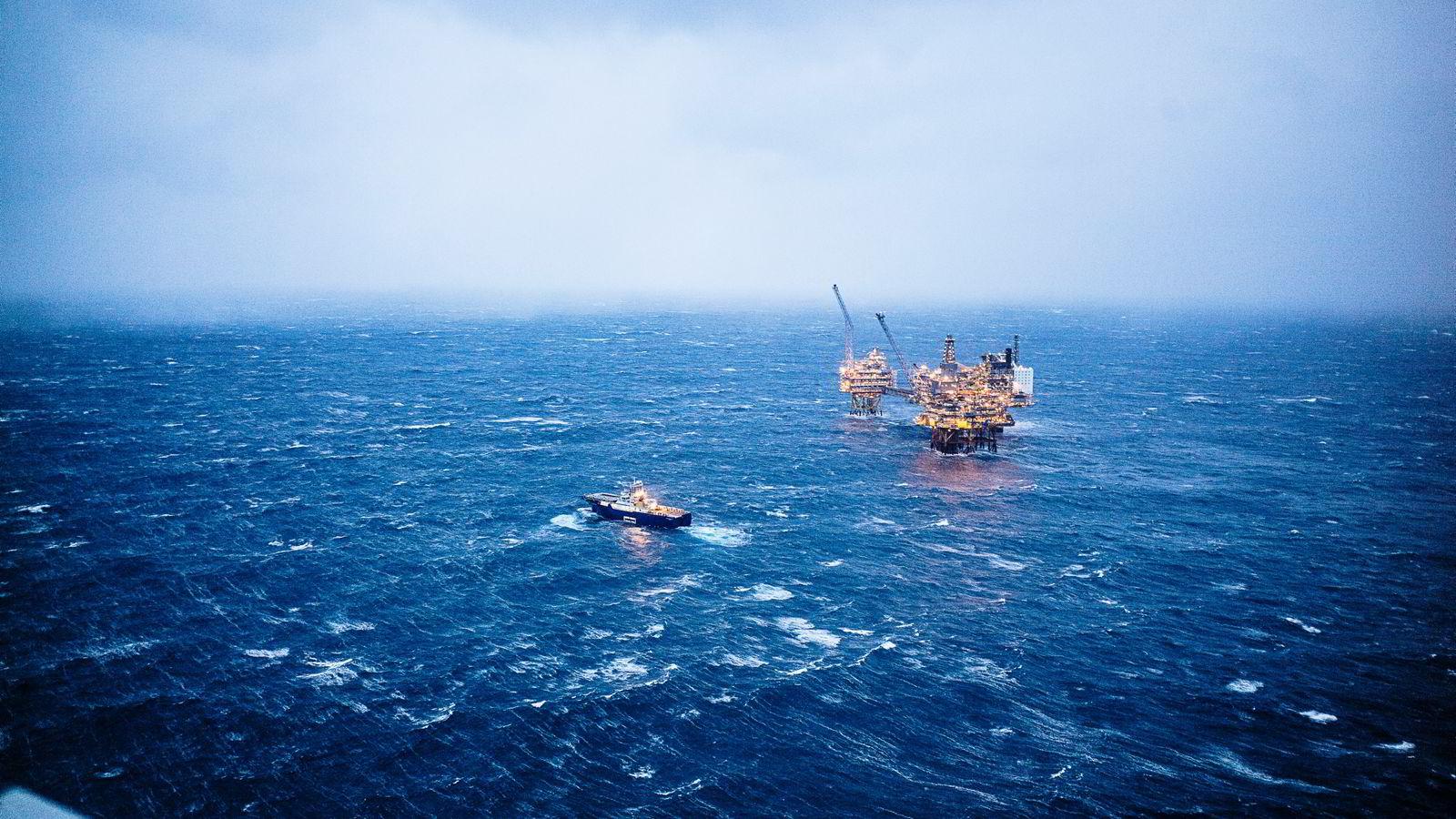 Oljeprisfall herjer landets viktigste næring, her fra Oseberg-feltet.