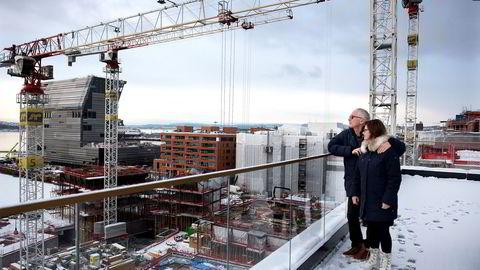 Om noen år vil byggeplassutsikten til Per Heyerdahl og Carole Allen bli erstattet med utsikt mot sjøen.