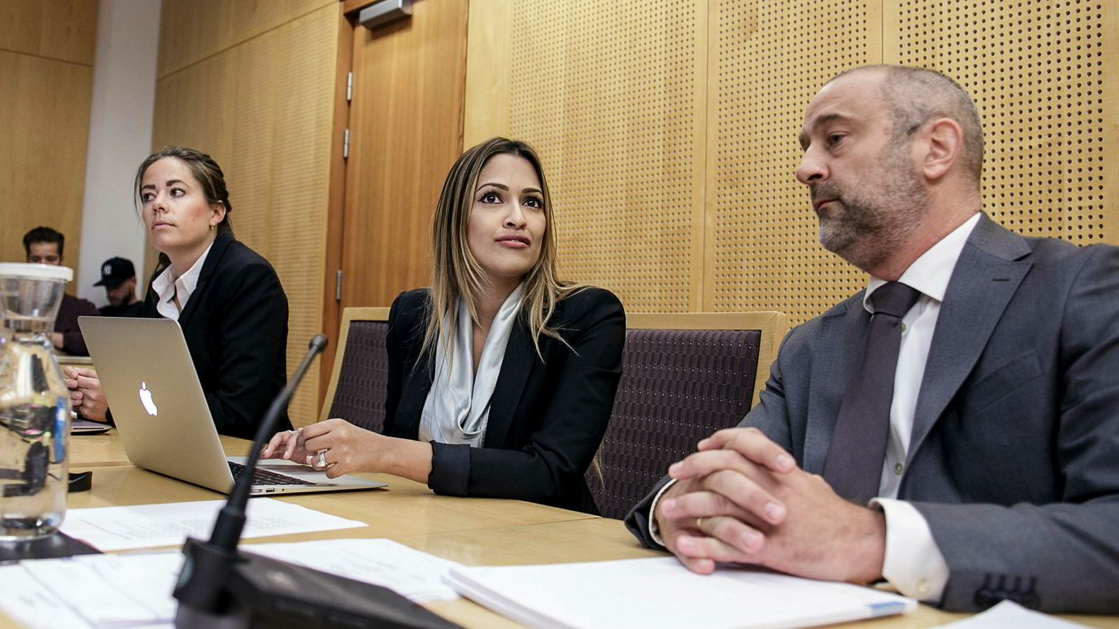 Advokatfullmektig Helene Charlotte Bjørgo (fra venstre), administrerende direktør Tasmin Lucia-Khan og advokat Eirik W. Raanes i Thommessen møtte Ryan Wiik i WR-saken i Oslo byfogdembete i fjor høst.