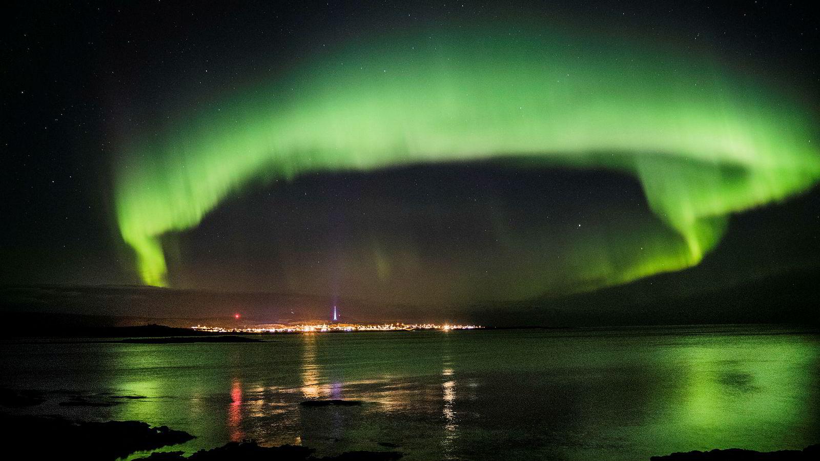 Nordlystursimen er sesongavhengig, for om sommeren er det naturlig nok ikke aktuelt å oppleve fenomenet. Slik kan nordlys oppleves over Berlevåg.