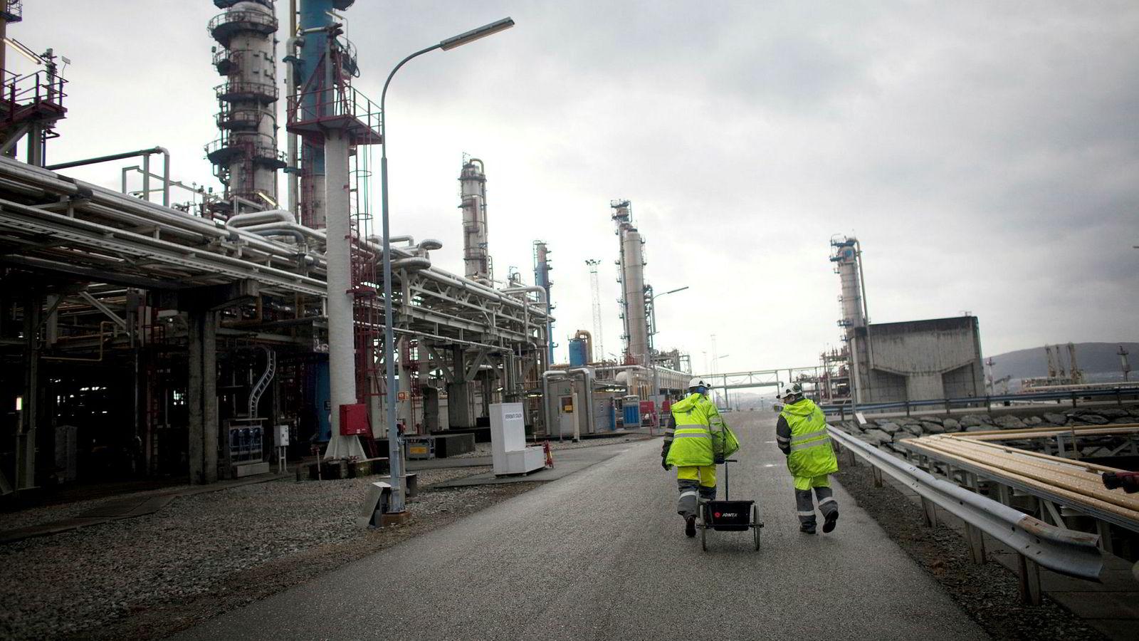 Innen olje og gass blir nærmere halvparten av arbeidet utført som prosjekt, skriver artikkelforfatterne.