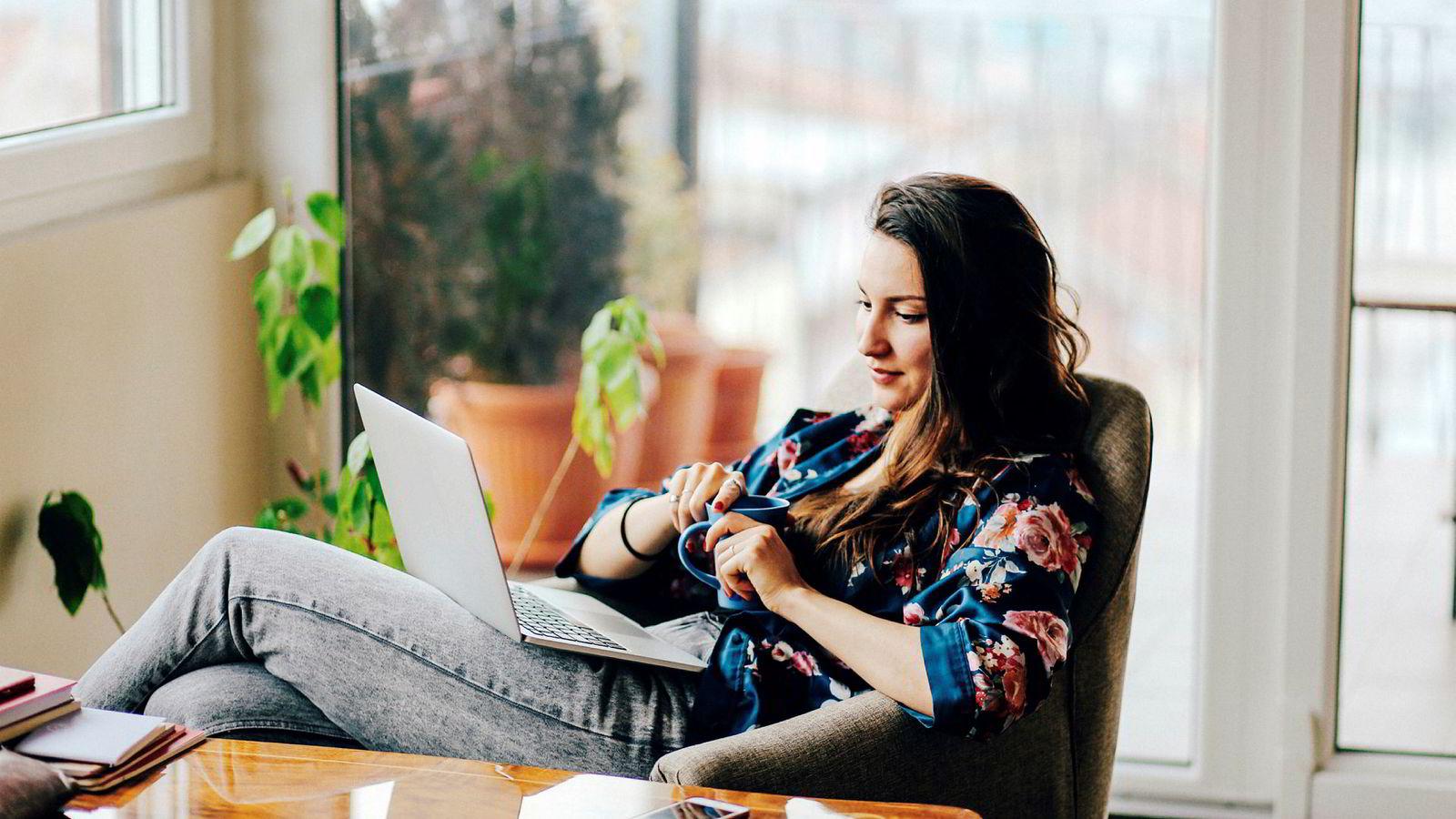 Ledere må tenke nytt om hvordan de når sine medarbeidere, dersom flere og flere velger å jobbe fra andre lokasjoner enn kontoret, skriver artikkelforfatteren.