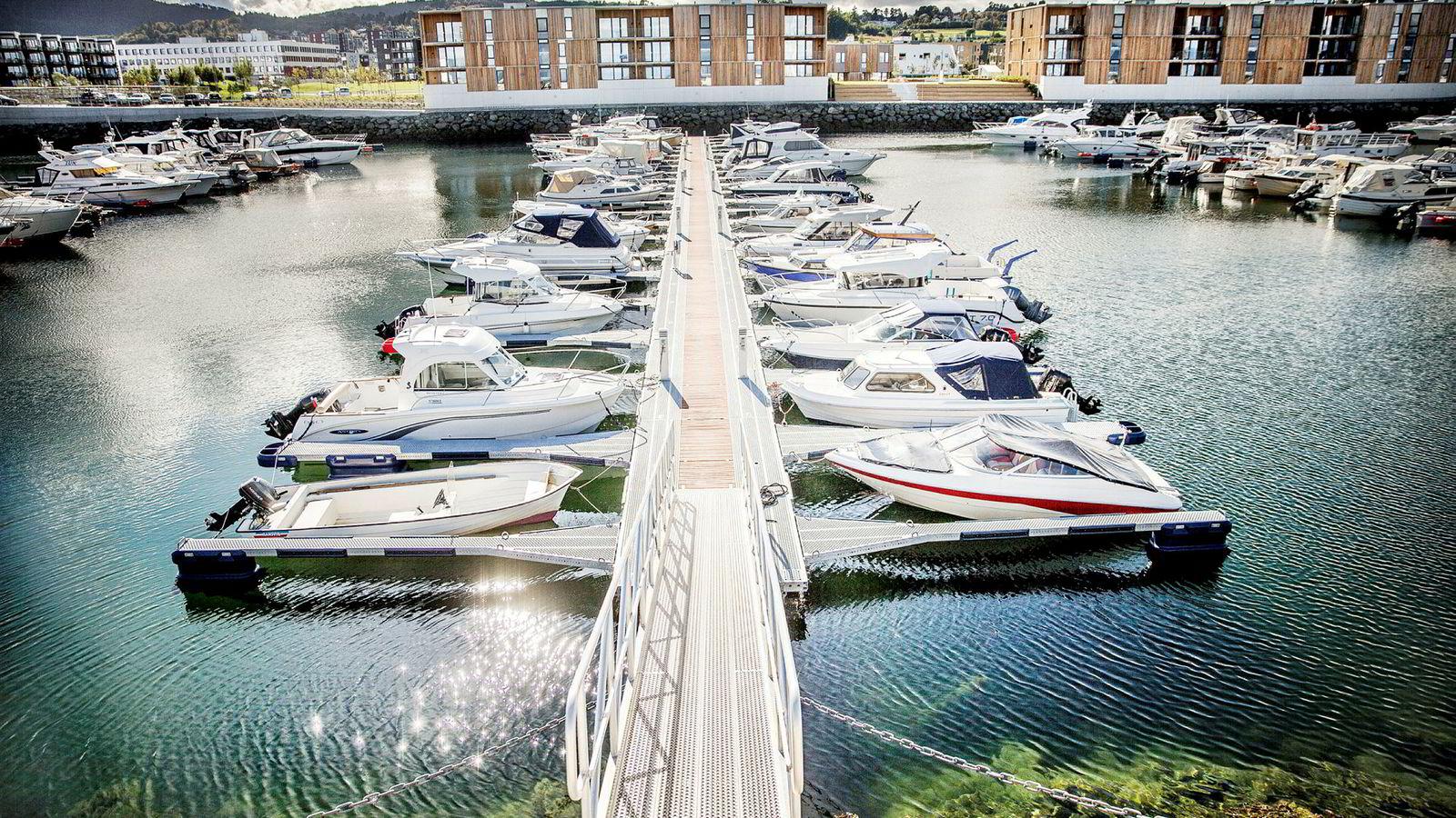 Miljødirektoratet mener 500.000-600.000 norske fritidsbåter med diesel- eller bensinmotor slapp ut 531.000 tonn CO2 i 2017. Det er i så fall mer enn fiskeflåten og også mer enn alle norske ferger slapp ut. Hårreisende galt, mener bransjen selv.