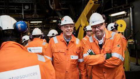 DN var med da den mangeårige ExxonMobil-toppen, nå fersk Point-sjef, Morten Mauritzen (i midten) besøkte Ringhorne-feltet torsdag. Med seg hadde han HitecVision-sjef Ole Ertvaag (til høyre).