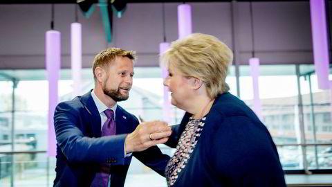 – Jeg er veldig bekymret, sier statsminister Erna Solberg om utviklingen av antibiotikaresistensen i verden. Her sammen med helseminister Bent Høie. Foto: Mikaela Berg