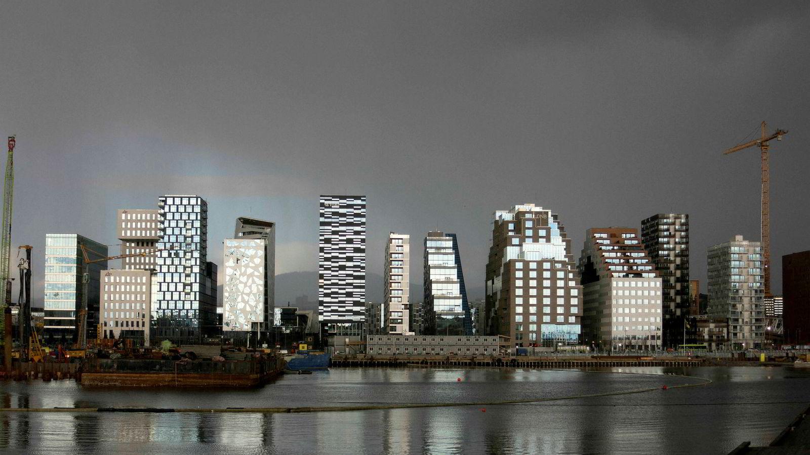 Danske Banks revisorer EY og en tidligere KPMG-filial i Danmark skal nå under lupen. Her fra Barcode i Oslo, hvor EYs Oslo-avdeling ligger.