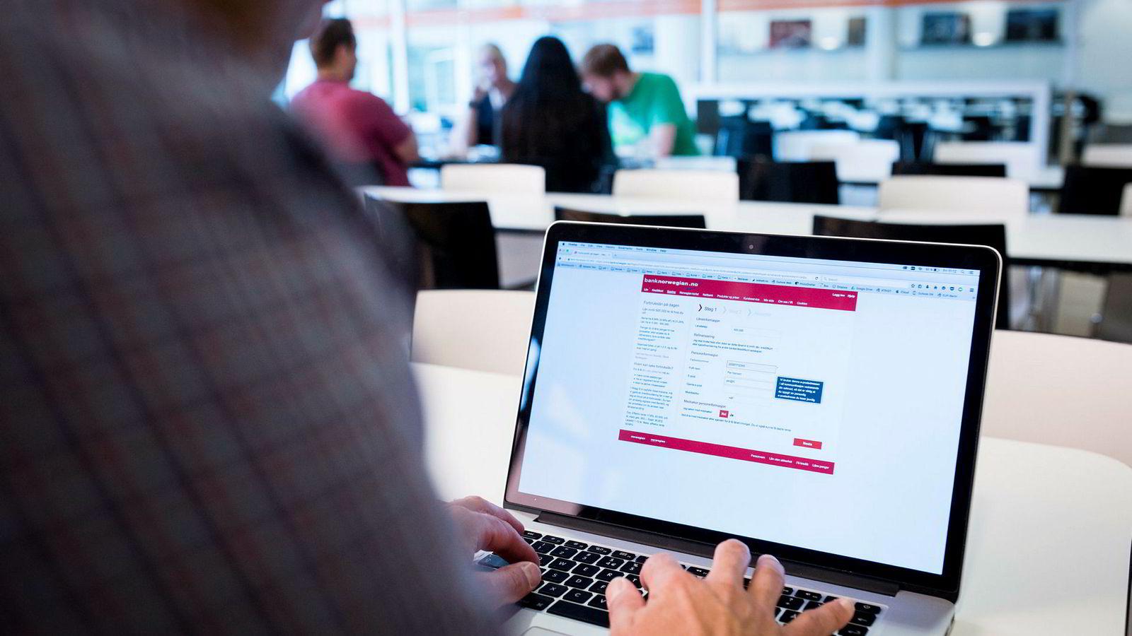 Andelen svake lån er meget høy i Norge, Sverige og Finland, mens Danmark skiller seg ut med «bare» 15 prosent svake lån, skriver artikkelforfatteren.