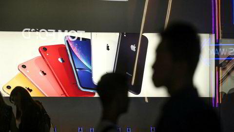 Apple lanserer tradisjonelt nye Iphone-modeller i september hvert år. Det kan gå mot en halvårslansering tidlig i 2020. Iphone-salget har falt de seks siste kvartalene og Apple vurderer en billigmodell.