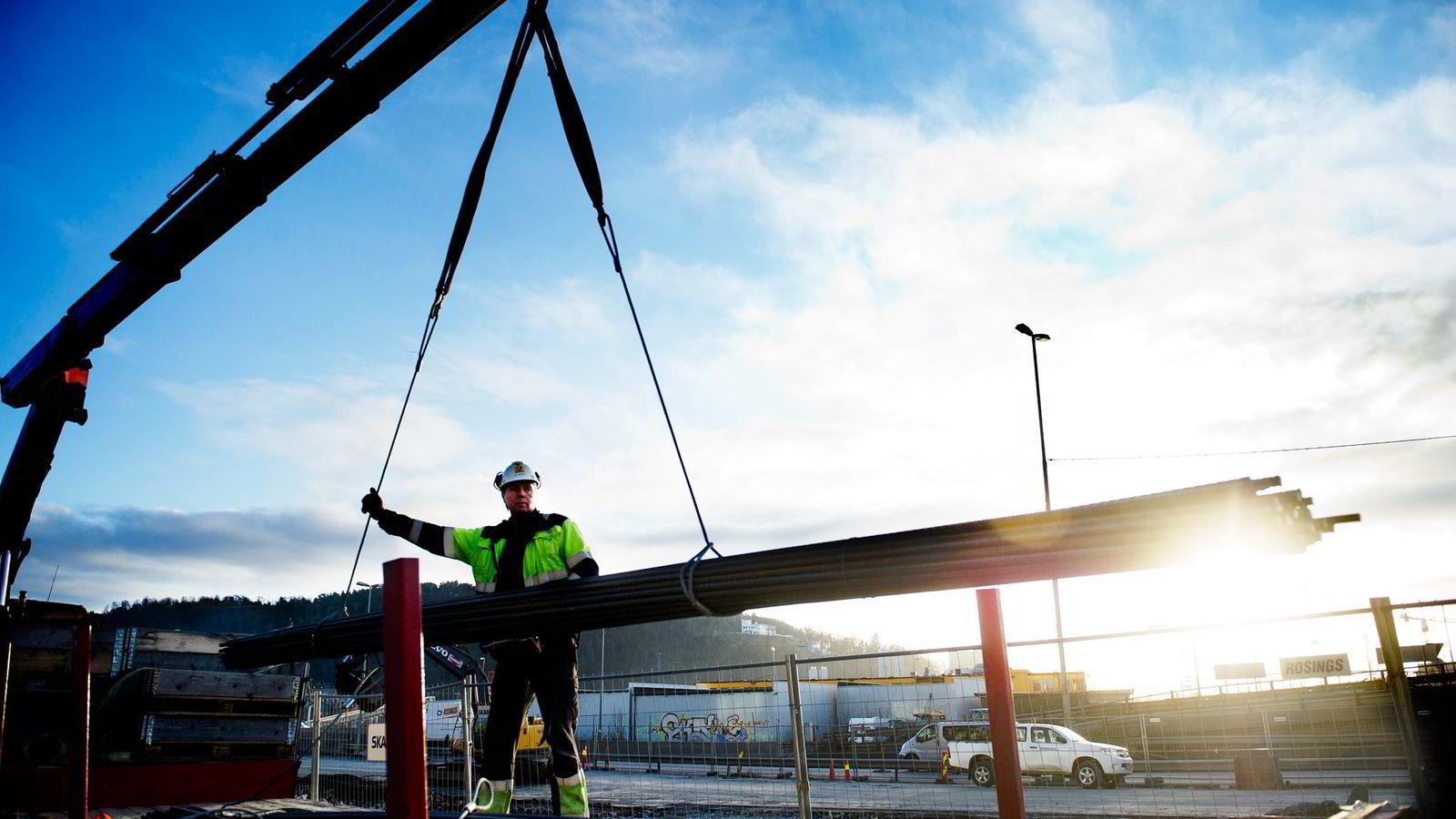 Prognoser viser at bygg- og anleggsnæringen kan bli større enn oljenæringen innen to år.