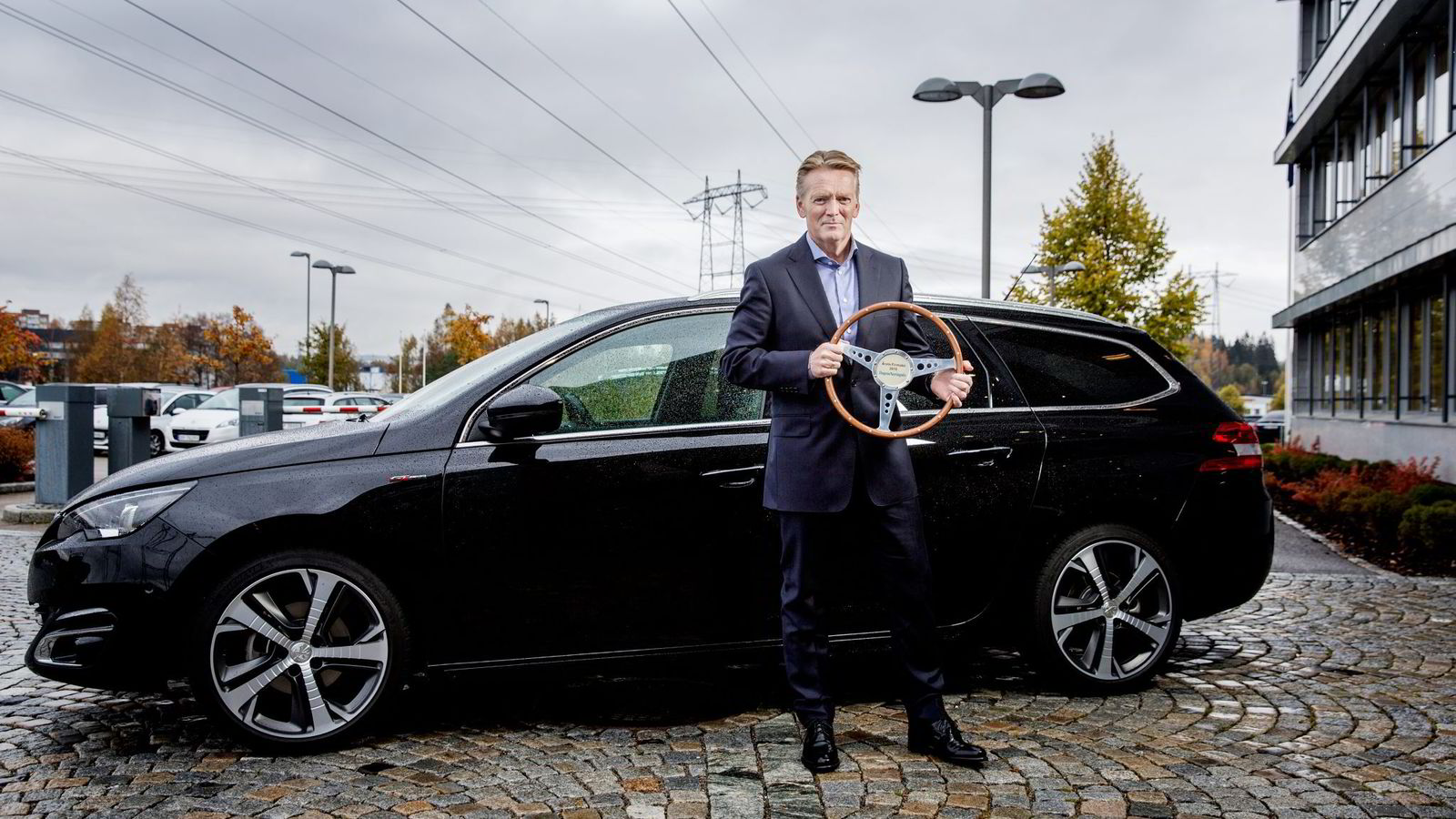 Konsernsjef Bjørn Maarud i Bertel O. Steen kan se tilbake på et godt år for selskapet. Høsten 2015 vant Peugeot 308 DNs kåring av Årets firmabil. Foto: Fredrik Bjerknes