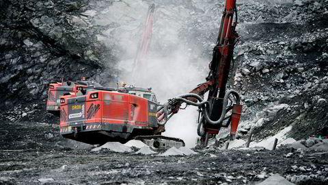 Boreriggene i Bjørnevatn dagbrudd i Sydvaranger Gruve er til salgs. Foto: Mikaela Berg