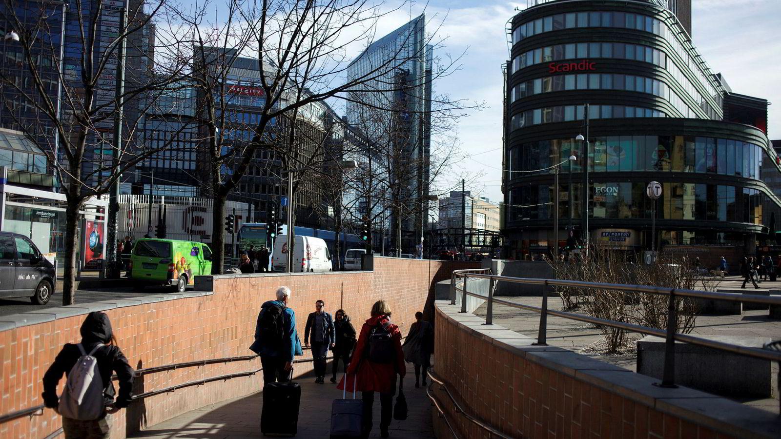 Hvilke grunnleggende endringer av norsk arbeidsliv – som vi jo stadig er stolte av at setter menneskelige hensyn først – innebærer denne typen reformer? Her fra Oslo sentrum.