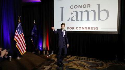 Like før klokken ett lokal tid i natt – klokken seks norsk tid – ble demokratenes Conor Lamb kåret til valgvinner i et valgdistrikt i Pennsylvania og gikk på scenen under en valgvake. Det sender sjokkbølger til maktens sentrum i Washington D.C.