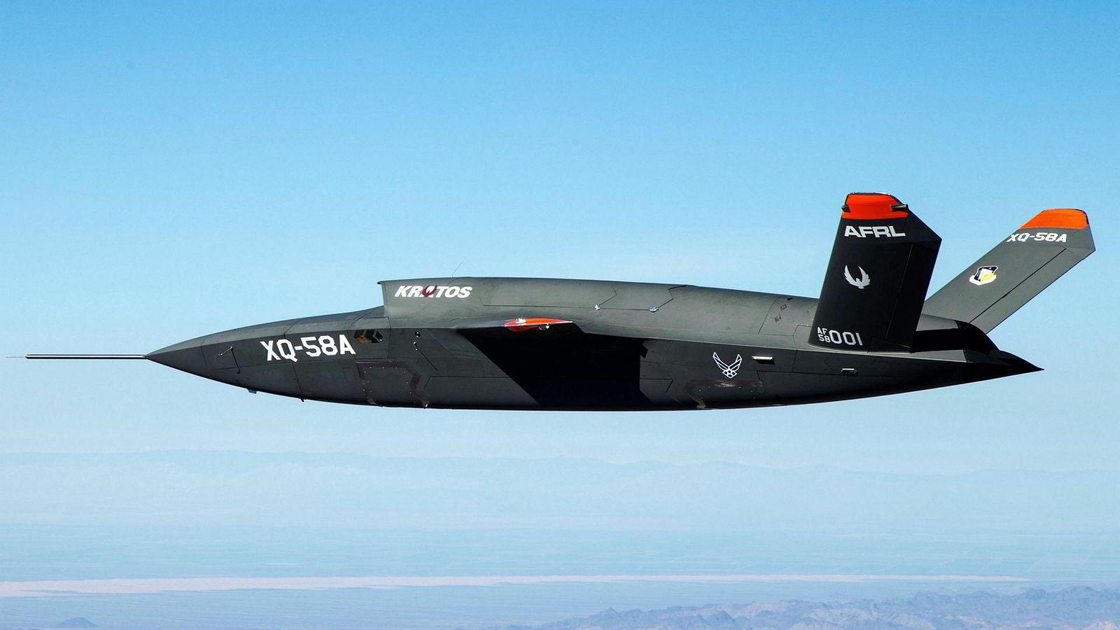 USA har utviklet neste generasjon droner, som denne  XQ-58A Valkyrie. Russland ligger etter, men satser stort på utvikling av ubemannede fly. Uttesting har skjedd både i Ukraina og i Syria.