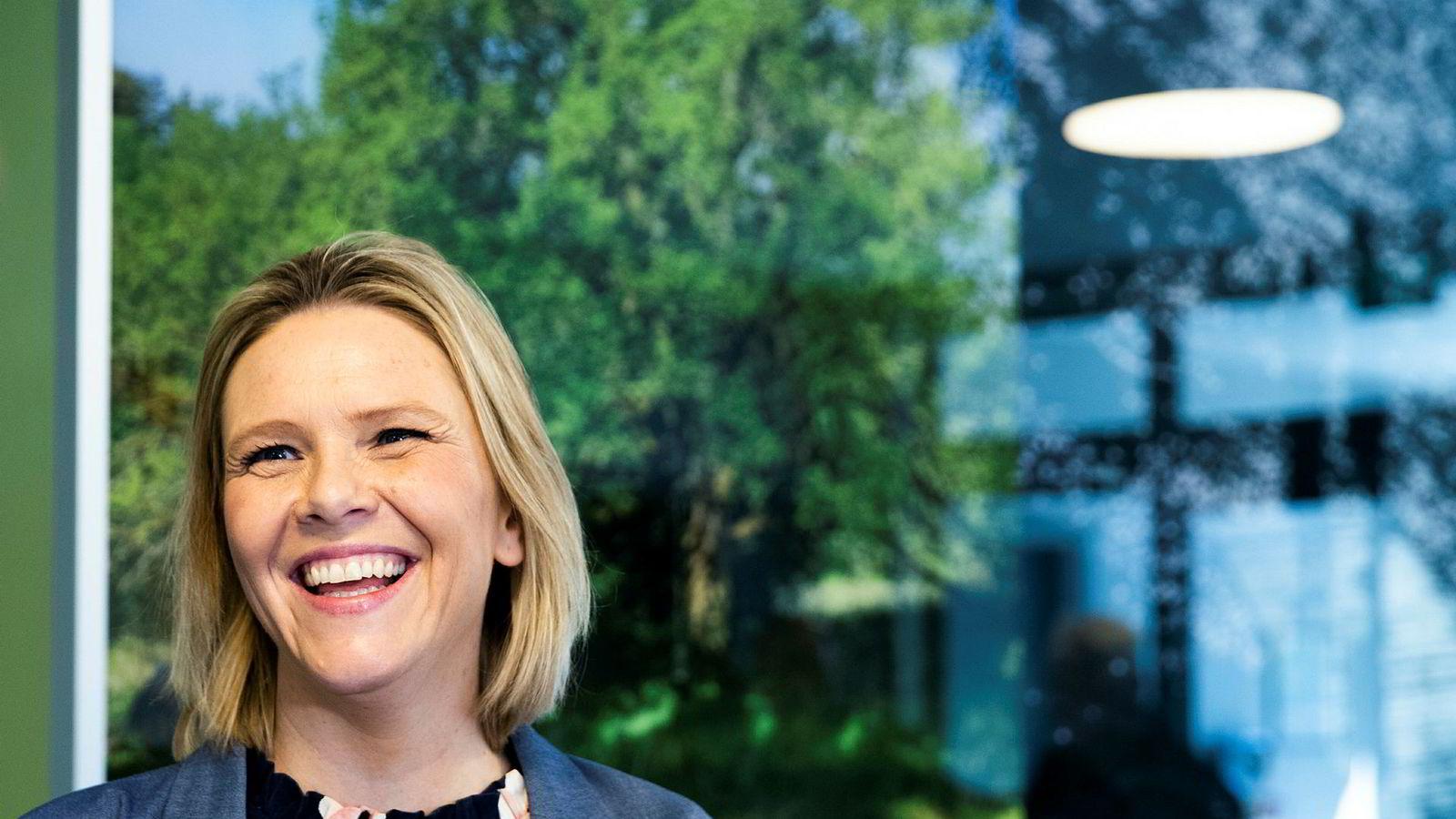 Eldre- og folkehelseminister Sylvi Listhaug tror flere vil bli glade for at Vinmonopolet kan ha åpent til klokka 16 på lørdager.