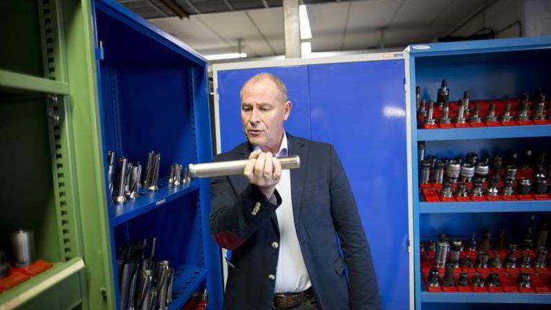 Jan Inge Runningen, sjef i Teknisk Produksjon, mener det er feil å ta ut millionlønninger når selskapet går i minus.