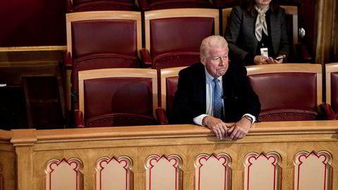 Carl I. Hagen møtte opp som tilskuer da Stortinget behandlet et forslag fra AP om at stortingsrepresentanter og vararepresentanter ikke kan sitte i Nobelkomiteen.