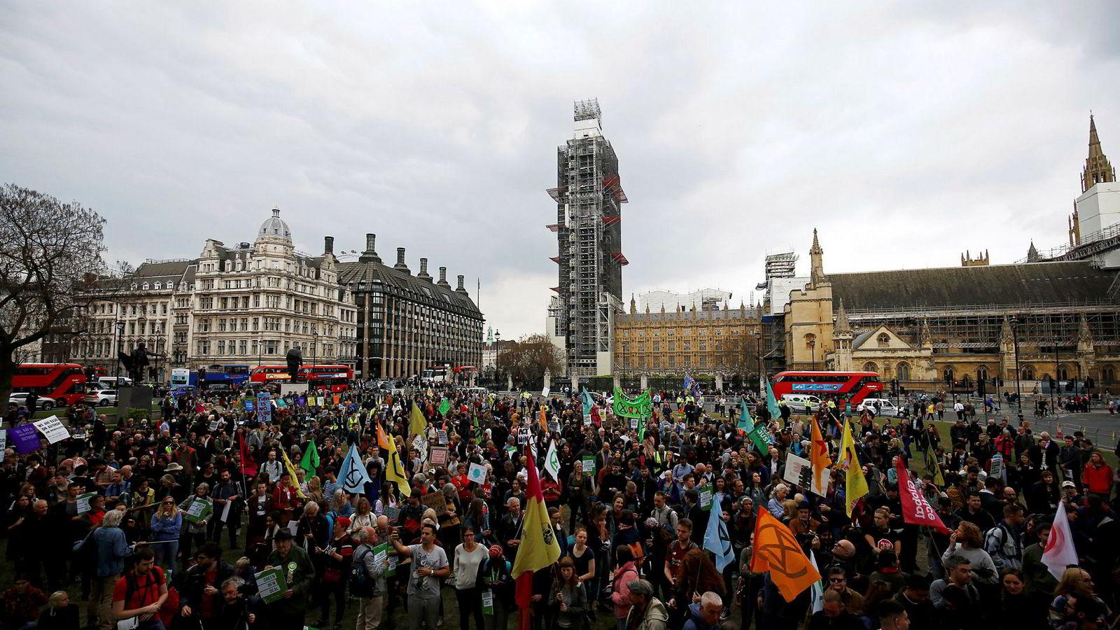 Etter uker med omfattende klimaprotester fra organisasjonen Extinction Rebellion erklærer parlamentet i Storbritannia «climate emergency».