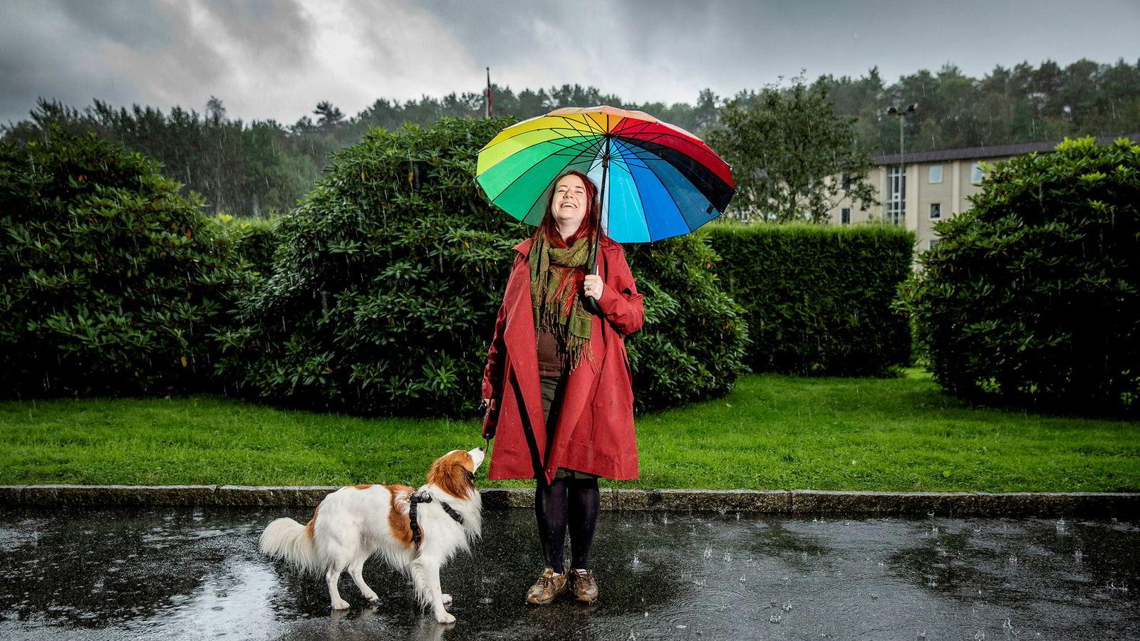 Mari Gjengedal (30) drives mer av indre motivasjon og engasjement enn av eksterne belønninger og anerkjennelse. – For min del handler det om å få være et helt menneske og få muligheten til å bruke de ulike evnene jeg har, sier Gjengedal, som bor og har hjemmekontor i Loddefjord i Bergen