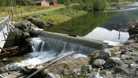 Det tok 15 år fra det Energiloven ble innført, før det var balanse mellom produksjon og forbruk av kraft. Et felles marked skapte en felles strømpris, som styrte investering i ny kraft. Her småkraftverket Storå i Tysfjord kommune i Nordland.