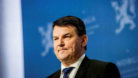 Tor Mikkel Wara går tilbake til tilværelsen som lobbyist. Her er han fra pressekonferansen der han sammen med statsminister Erna Solberg varslet at han gikk av.