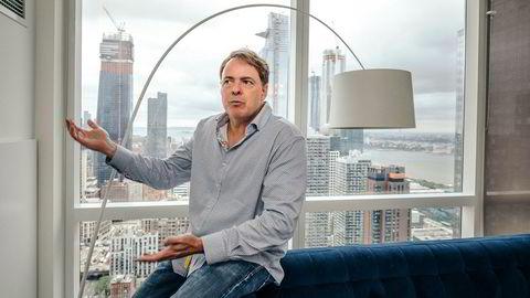Fra leiligheten ved Hudson River, noen kvartaler unna det tidligere hovedkvarteret til Lehman Brothers på Manhattan i New York, studerer Lawrence McDonald oppbyggingen av gjeld i finansmarkedet. Han mener det kan skje et nytt krakk innen ett år.