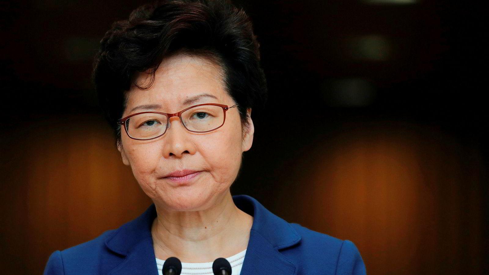 Hongkongs leder utelukker ikke lenger at hun vil be Kina gripe inn hvis de omfattende demonstrasjonene fortsetter.